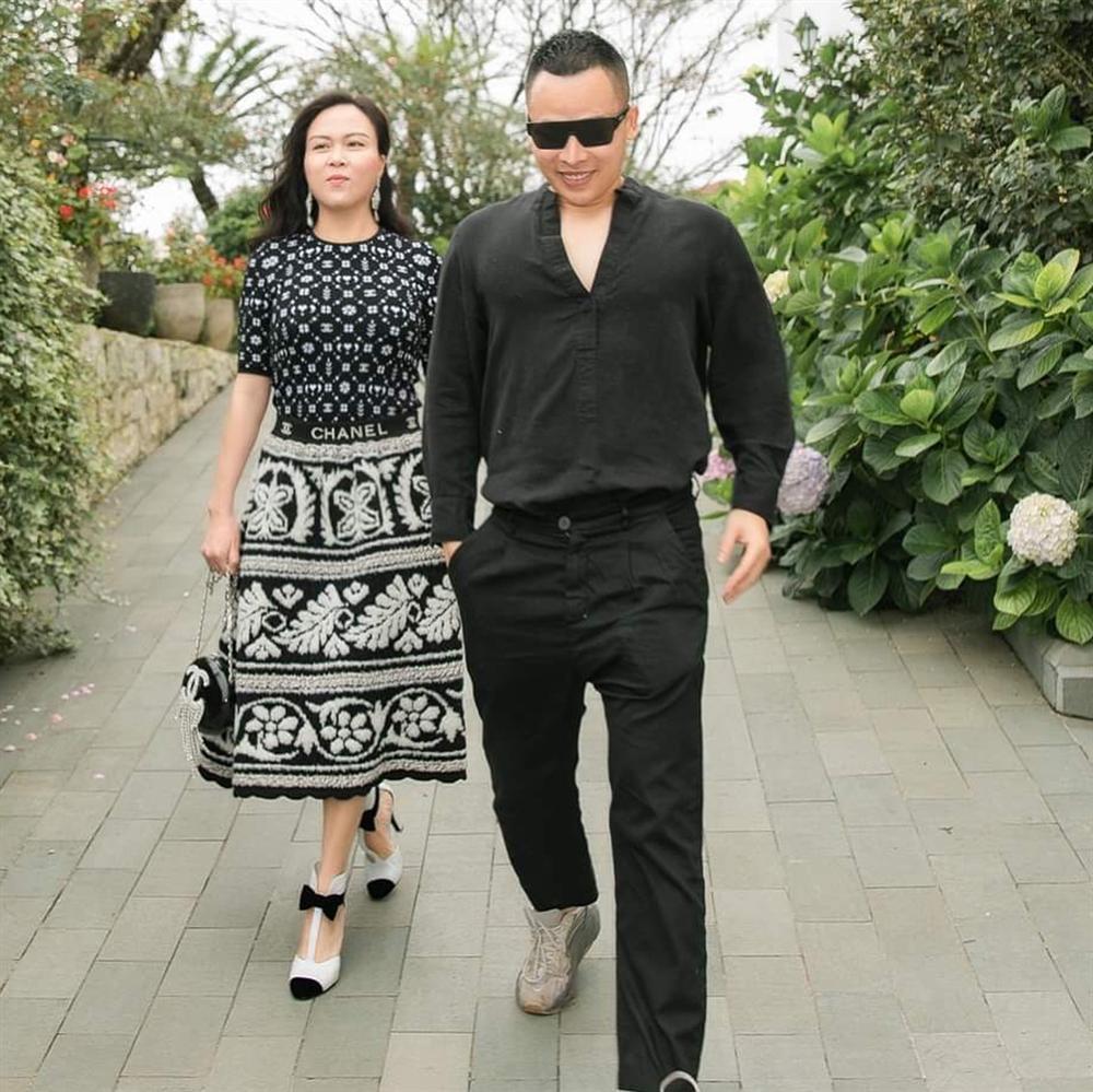 Phượng Chanel nâng hạng nhan sắc nhờ photoshop nhưng chỉnh sửa quá đà thành ra hơi dị dạng-8