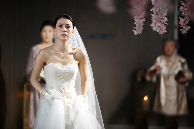 Lạnh người khi bóc tấm phong bì mừng cưới dày cộp từ tình cũ của chồng-2