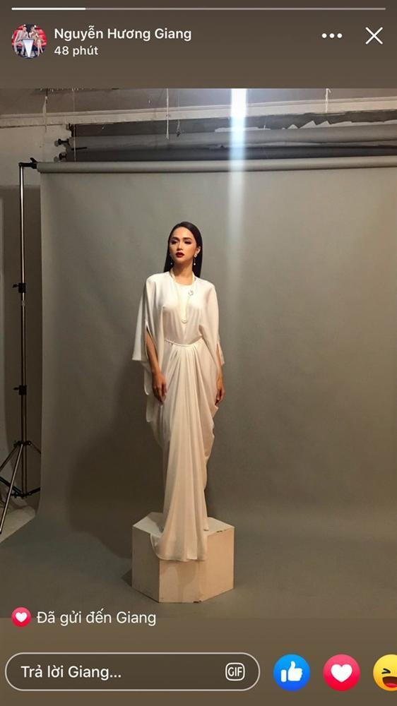 Hoa hậu Hương Giang và dàn mỹ nhân Việt bất ngờ hớ hênh điểm nhạy cảm vì váy lụa-1