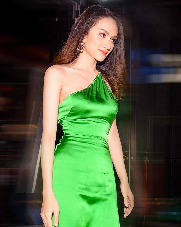 Hoa hậu Hương Giang và dàn mỹ nhân Việt bất ngờ hớ hênh điểm nhạy cảm vì váy lụa-2