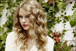 Taylor Swift trở thành nghệ sĩ đầu tiên có ca khúc nhạc đồng quê cán mốc tỉ view