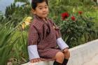Hoàng tử Bhutan chiếm sóng của cha mẹ ở Nhật Bản