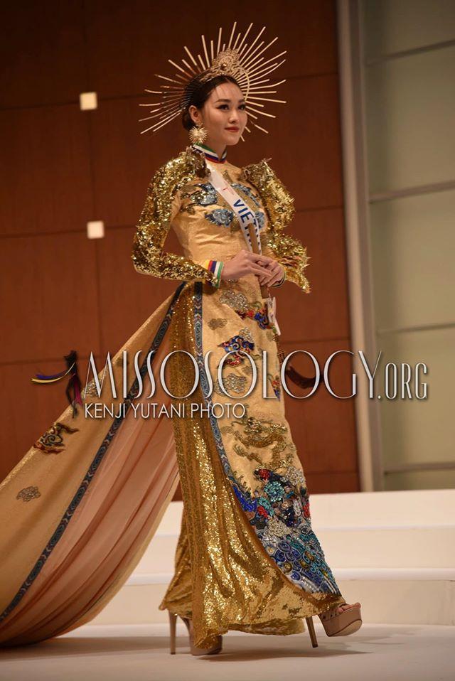 Tường San catwalk tự tin với trang phục dân tộc Rồng chầu mặt trời tại Miss International 2019-2