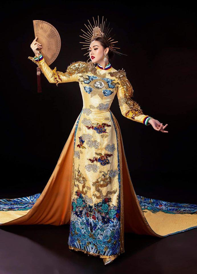 Tường San catwalk tự tin với trang phục dân tộc Rồng chầu mặt trời tại Miss International 2019-4