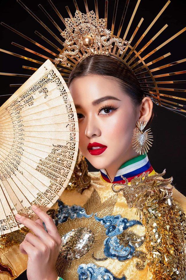 Tường San catwalk tự tin với trang phục dân tộc Rồng chầu mặt trời tại Miss International 2019-8
