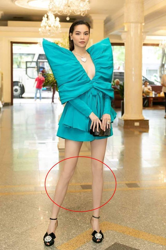Hồ Ngọc Hà nối gót Phượng Chanel photoshop quá lố đến mất luôn đầu gối gân guốc-2