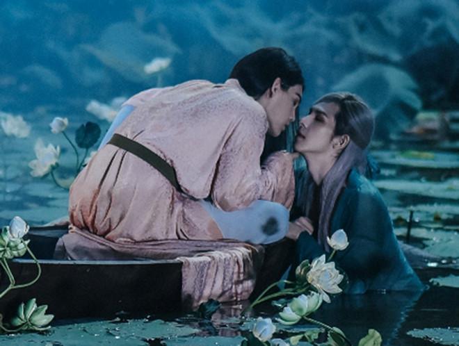 Không phải âm nhạc, thứ đáng nhớ nhất trong MV đam mỹ của Nguyễn Trần Trung Quân lại là nụ hôn đồng giới-3