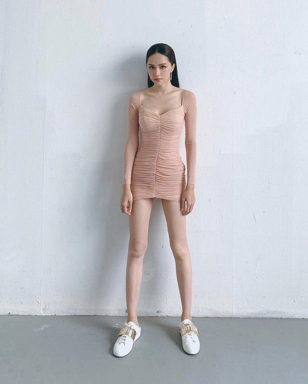 Chi Pu và Hương Giang nhiều lần khiến fan dụi mắt vì kiểu váy dễ gây hiểu lầm-2