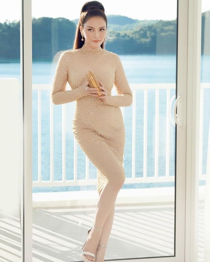 Chi Pu và Hương Giang nhiều lần khiến fan dụi mắt vì kiểu váy dễ gây hiểu lầm-6