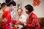 Khinh chồng tương lai nhà nghèo rách, tôi bàng hoàng giữa hôn lễ được mẹ chồng trao 5 cây vàng