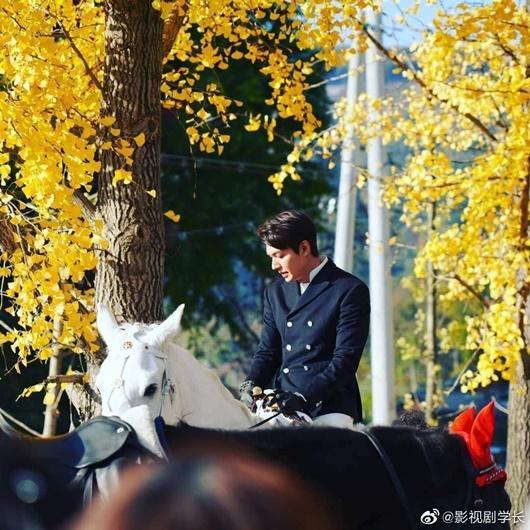 Lee Min Ho gây bão với tạo hình bạch mã hoàng tử trong phim mới-1