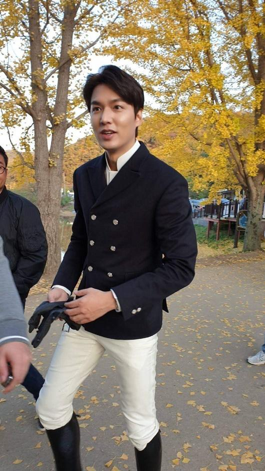 Lee Min Ho gây bão với tạo hình bạch mã hoàng tử trong phim mới-7