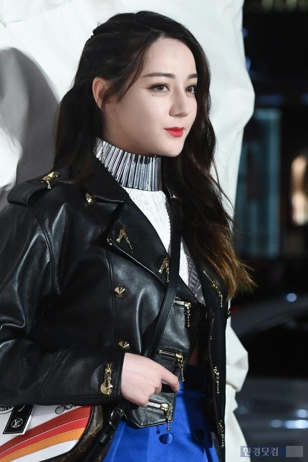 Truyền thông Hàn hết lời khen ngợi nhan sắc mỹ nữ Tân Cương Địch Lệ Nhiệt Ba-1