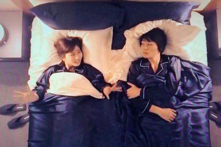 Show Nhật Bản bị chỉ trích vì để sao nam ngủ chung giường với fan nữ