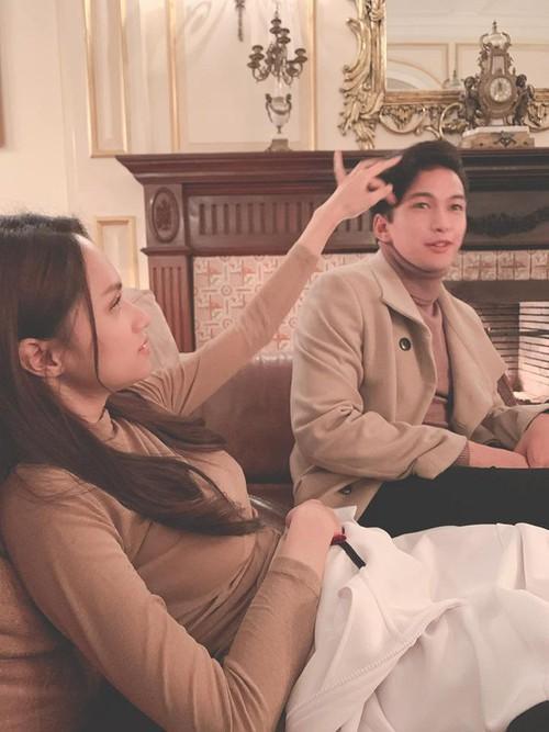 Nhìn bức hình tím lịm tìm sim, fan Hương Giang lo lắng thần tượng phải chịu phận nữ phụ đam mỹ trong ADODDA 3-2