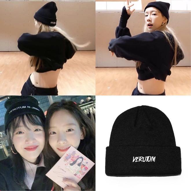 Taeyeon đội mũ len do chính Sulli thiết kế trong version dance Spack, fan rưng rưng xúc động-1