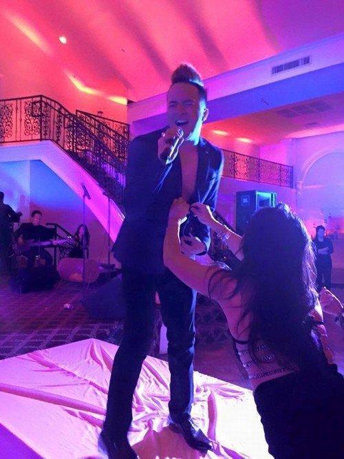 CHUYỆN GÌ ĐÂY: Đang nhảy sung trên sân khấu, S.T Sơn Thạch bị khán giả vồ thẳng vào bộ phận nhạy cảm-3