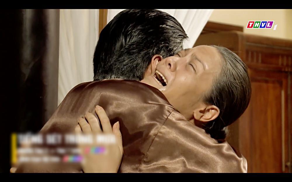 Ơn trời, Nhật Kim Anh và Cao Minh Đạt đã nhận ra nhau ở tập 52 Tiếng sét trong mưa-5