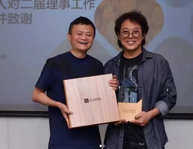 Ngoại hình khác lạ của Lý Liên Kiệt khi xuất hiện bên tỷ phú Jack Ma-1