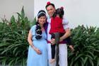 Shark Linh cùng chồng con hóa trang thành gia đình Aladdin