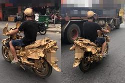 Dát vàng quanh người rồi lái xe vi vu dạo phố Sài Gòn, người đàn ông làm bao người choáng ngợp