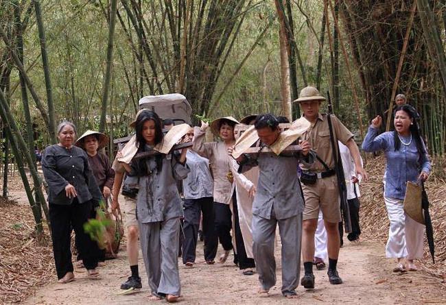 Số nhọ như Cao Thái Hà: Trên phim phải đi tù, ngoài đời bị mất trộm kính xe-2