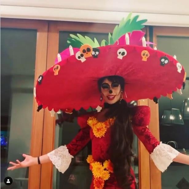 Halloween từ Việt Nam ra thế giới: Mọi ngôi sao nhường sóng cho nụ hôn đứt lưỡi của Miley Cyrus-3