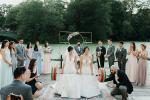 Hai cô dâu nâng tạ trong đám cưới đồng giới thay vì cắt bánh, nâng ly