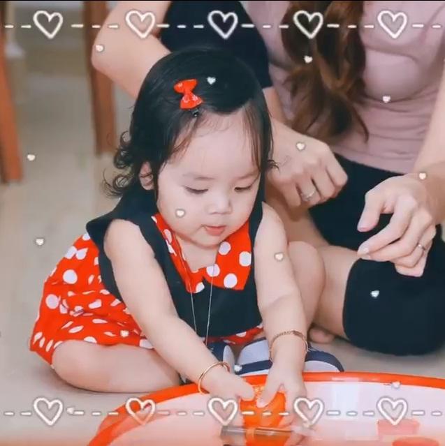 Ái nữ 1 tuổi đáng yêu như thiên thần, e rằng Hoài Lâm sẽ sớm bị giật spotlight mất thôi!-8