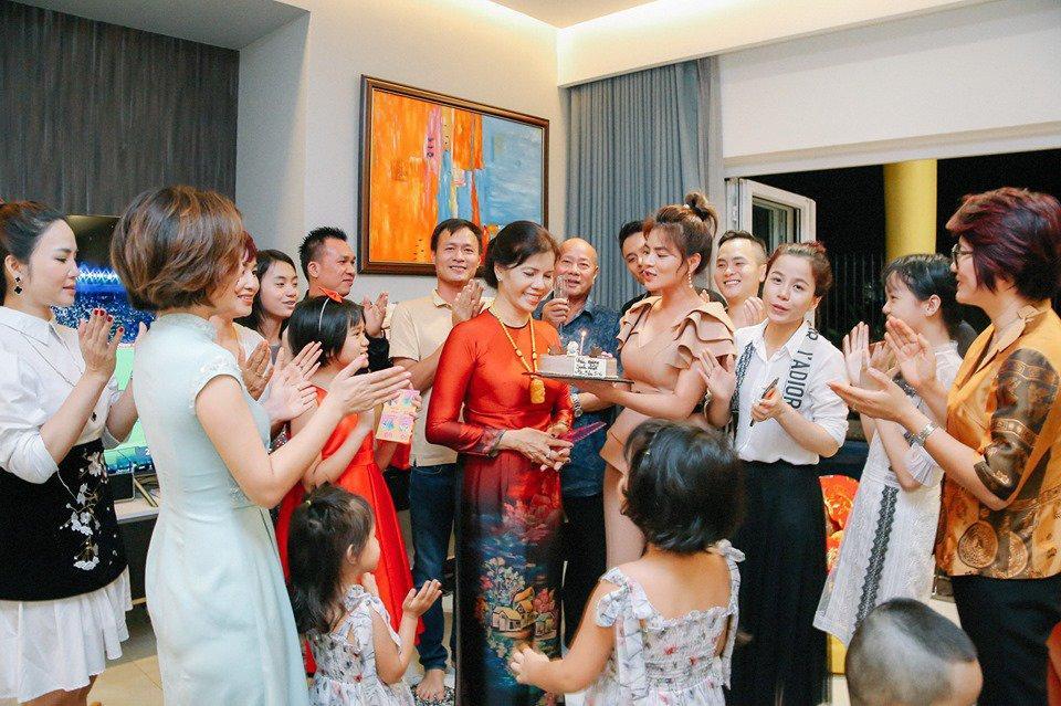 Vũ Thu Phương đính chính chồng không thuộc Hoàng tộc Campuchia, con chung - con riêng biết phụ mẹ tiền học-8