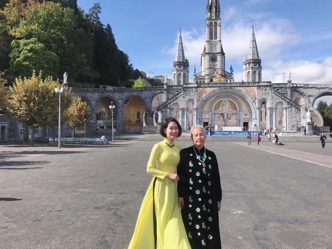 Cô gái Hà Nội dẫn bà ngoại 85 tuổi du lịch châu Âu-3