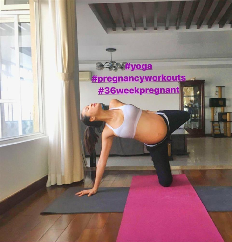 Mẹ bầu Phương Mai khiến hội bỉm sữa chết khiếp: Cận ngày sinh vẫn yoga tư thế khó, mặc bikini quẩy trên du thuyền-3