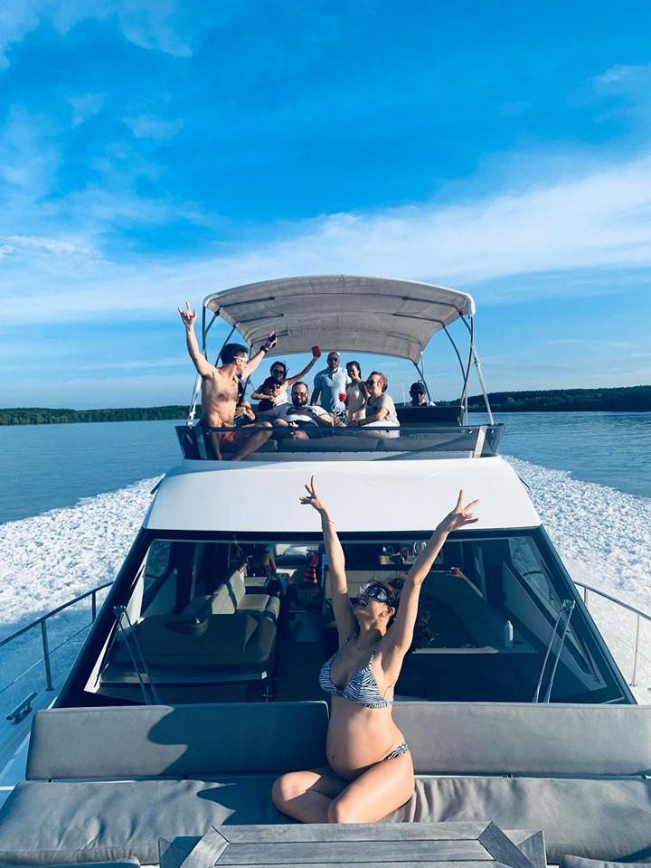 Mẹ bầu Phương Mai khiến hội bỉm sữa chết khiếp: Cận ngày sinh vẫn yoga tư thế khó, mặc bikini quẩy trên du thuyền-10