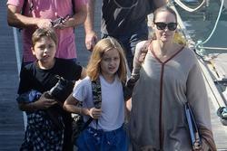 Hai chi tiết trong bức ảnh gần đây cho thấy bản chất con người thật của Angelina Jolie