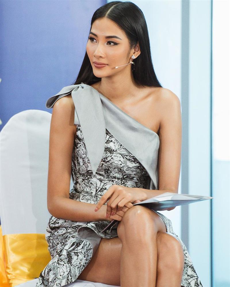 Bản tin Hoa hậu Hoàn vũ 3/11: Hoàng Thùy lên đồ xuất sắc, tuy kín mít vẫn chặt cả dàn giai nhân-1