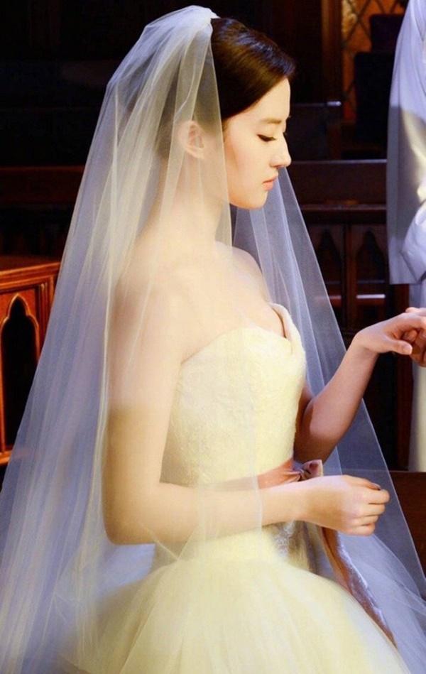 Thần tiên tỉ tỉ Lưu Diệc Phi gây náo loạn với loạt ảnh cưới, giai nhân tuyệt mỹ đẹp từng góc độ-1