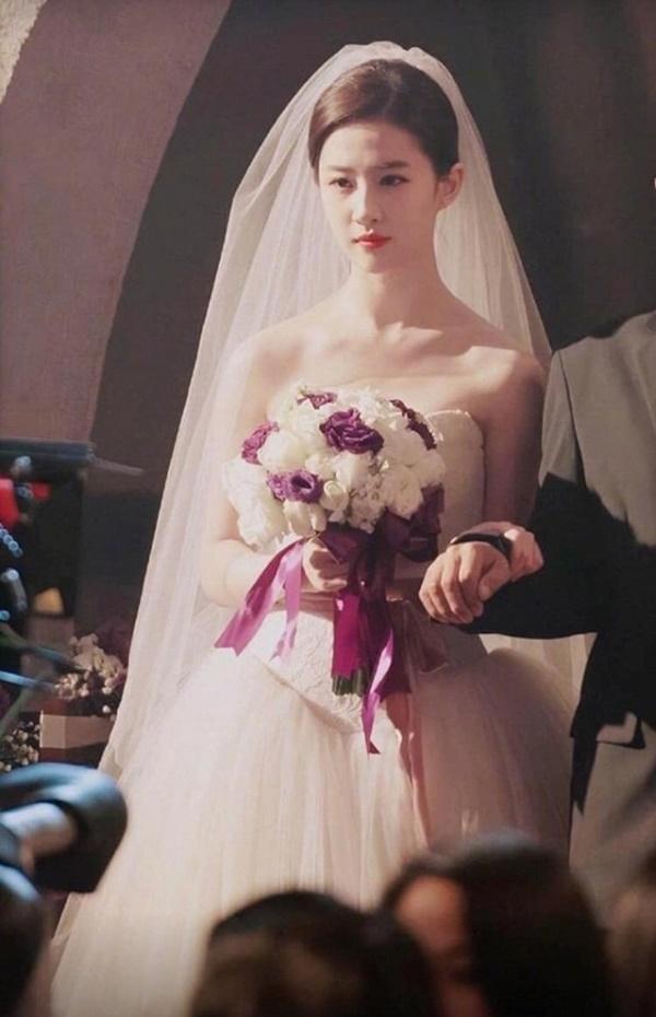Thần tiên tỉ tỉ Lưu Diệc Phi gây náo loạn với loạt ảnh cưới, giai nhân tuyệt mỹ đẹp từng góc độ-3
