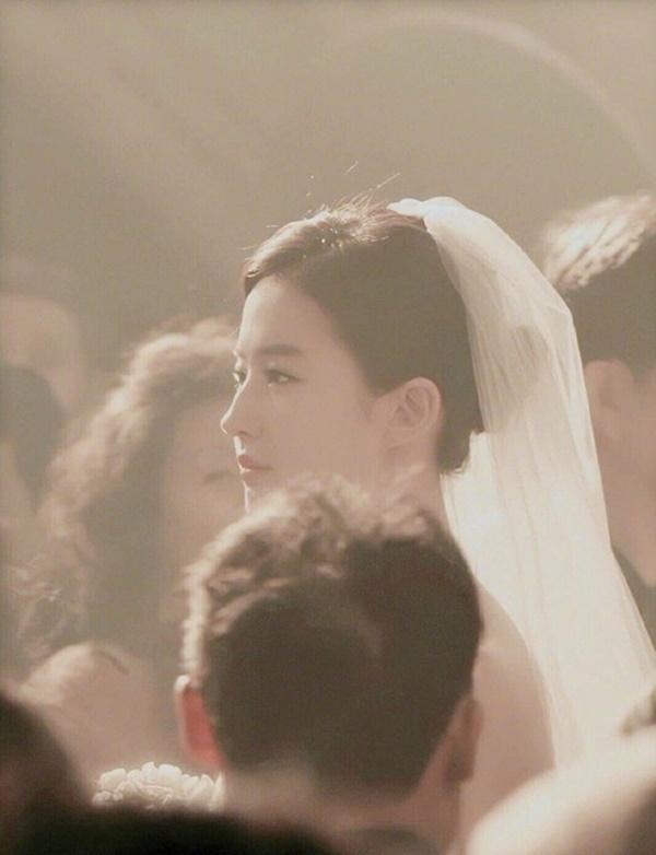 Thần tiên tỉ tỉ Lưu Diệc Phi gây náo loạn với loạt ảnh cưới, giai nhân tuyệt mỹ đẹp từng góc độ-4