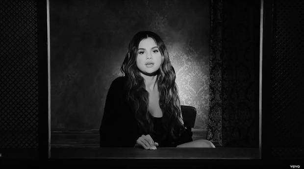 Selena Gomez khóc khi bị chỉ trích vì hát về tình cũ Justin Bieber-4