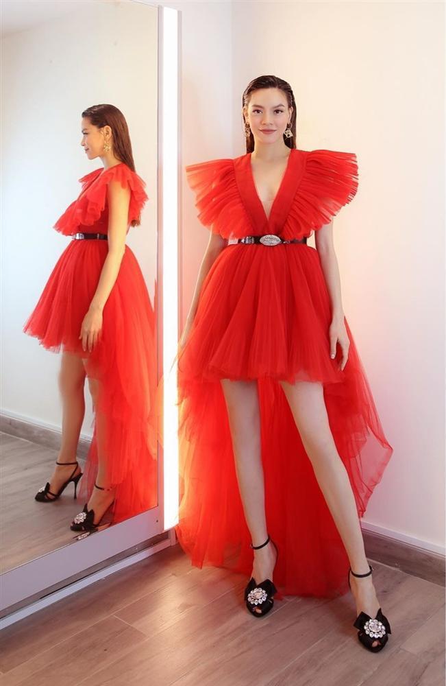 Một chiếc váy có tới chục lần đụng hàng từ Á đến Âu: Người mặc đẹp nhất không ai qua nổi Hương Giang-9