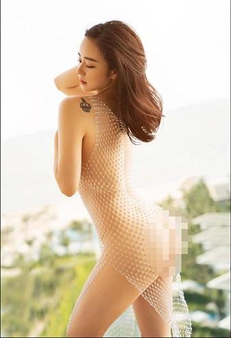 Hot girl ngủ gật Nhã Tiên chơi lớn khi mặc lại đầm lưới khoe 100% cơ thể từng gây bão của Ngọc Trinh-4