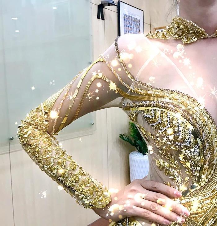 Hoàng Thùy sẽ trình diễn trang phục dân tộc tại Miss Universe 2019 với một chiếc thìa siêu to khổng lồ?-7