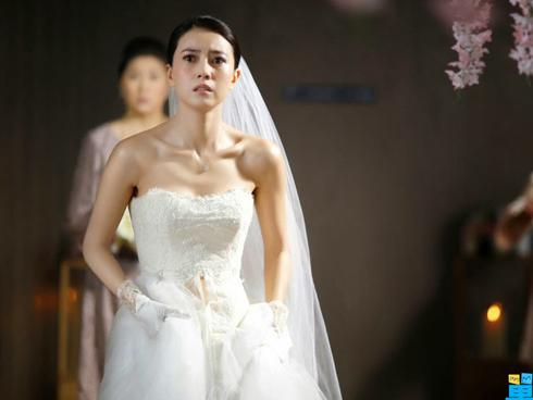 Giữa đám cưới, mẹ chồng lên giật míc MC nói 1 điều kinh khủng làm tôi xấu mặt, xé váy cưới ra về-2