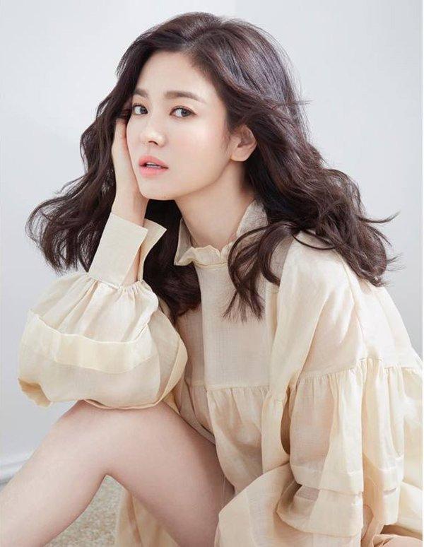 Song Hye Kyo bất ngờ lên sóng với mái tóc tém ngắn cũn, fans dụi mắt mãi mới nhận ra-1