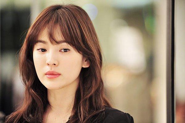 Song Hye Kyo bất ngờ lên sóng với mái tóc tém ngắn cũn, fans dụi mắt mãi mới nhận ra-5
