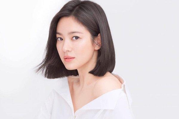 Song Hye Kyo bất ngờ lên sóng với mái tóc tém ngắn cũn, fans dụi mắt mãi mới nhận ra-7