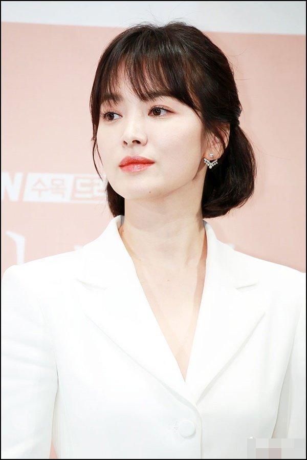 Song Hye Kyo bất ngờ lên sóng với mái tóc tém ngắn cũn, fans dụi mắt mãi mới nhận ra-8
