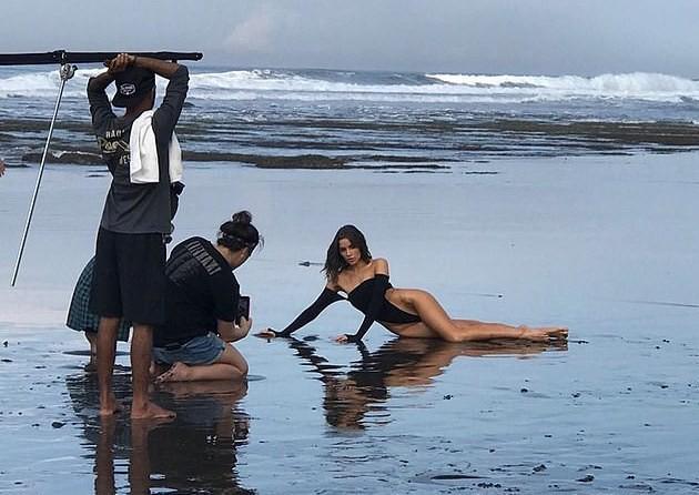 Hoa hậu Mỹ gây tranh cãi khi diện bikini xẻ quá cao-2