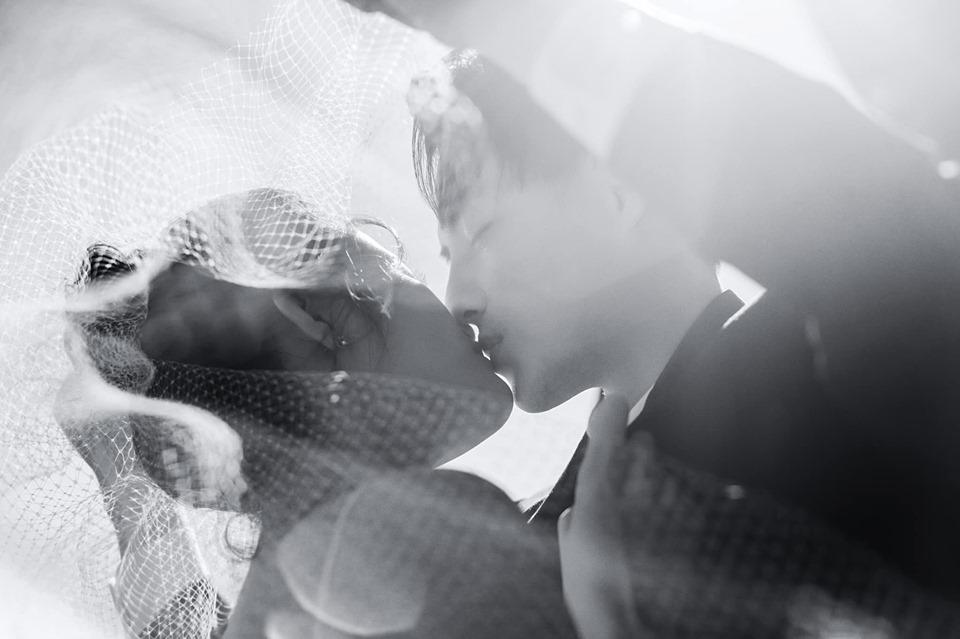 Đông Nhi hôn Ông Cao Thắng nồng cháy trong bộ ảnh cưới đẹp như mơ tại Sydney-11