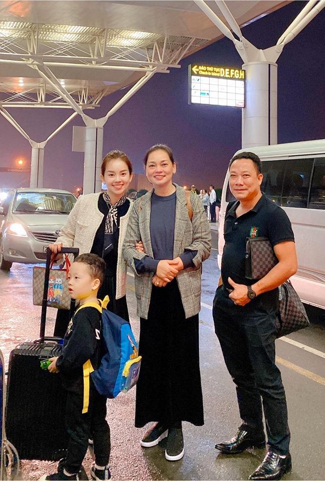 Khoe ảnh cả nhà sang Hàn Quốc thăm em gái nhưng ngoại hình của bố mẹ Ly Kute làm ai cũng bất ngờ-1
